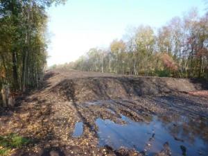 Bodenmiete im Fintlandsmoor, hier sollte Schwarztorf zwischengelagert werden. Es ist nur Mineralboden mit Torfspuren zu finden.<br />Foto: Hergen Erhardt